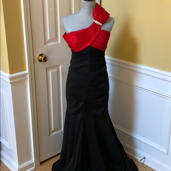 Hailey Logan Dresses & Skirts - Black and Red Formal Gown